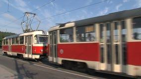 Viaje en tranvía el paso por el puente de la legión, Praga almacen de video