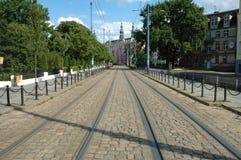 Viaje en tranvía las pistas en la calle de Podgorna en Poznán, Polonia Imagenes de archivo