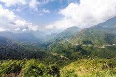 Viaje en tranvía paso de la puerta de la tonelada o de los cielos en la provincia de Lao Cai en Vietnam Fotografía de archivo