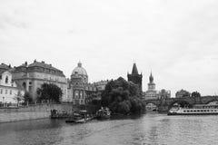 Viaje Europa de la República Checa del czechia del agua del puente de Charles del río de Moldava Fotos de archivo libres de regalías