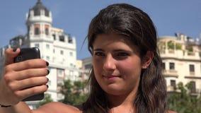 Viaje europeo Selfie de la mujer almacen de metraje de vídeo