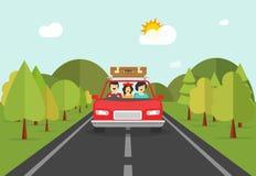 Viaje feliz de la familia en coche, caracteres de la gente en viajar auto Fotos de archivo