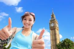Viaje feliz de la mujer en Londres Imagenes de archivo