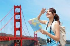 Viaje feliz de la mujer en San Francisco Imágenes de archivo libres de regalías
