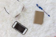 Viaje fijado en la alfombra blanca Foto de archivo