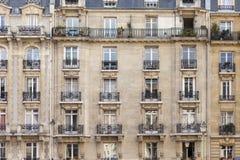 Viaje Francia: ventanas de París fotografía de archivo