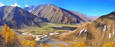 Viaje Kazbegi Georgia del valle de Truso fotografía de archivo libre de regalías