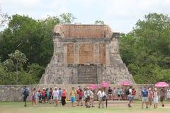 Viaje a la cueva maya de la pirámide del arte de México donde los sacrificios fueron realizados imagen de archivo libre de regalías