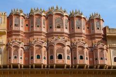 Viaje la India: facadel de Hawa Mahal - enrolle el palacio en Jaipur, Rajasthán Fotos de archivo