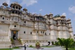 Viaje la India - palacio de la ciudad en Udaipur. Fotografía de archivo
