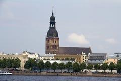 Viaje Letonia: Opinión de la catedral de la bóveda de Riga Foto de archivo libre de regalías
