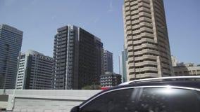 Viaje nas estradas de Dubai, arranha-céus da área do porto de Dubai, vista do vídeo da metragem do estoque da janela de carro filme
