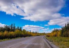 Viaje por carretera cerca de Yellowknife fotografía de archivo libre de regalías
