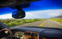 Viaje por carretera con Sierra del este, California imagen de archivo