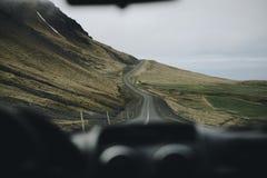 Viaje por carretera de Islandia, visión desde el coche Foto de archivo