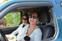 Viaje por carretera de las señoras foto de archivo libre de regalías