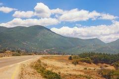 Viaje por carretera a trav?s de los Balcanes Monta?as de Dinaric, Bosnia y Herzegovina fotos de archivo libres de regalías