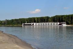 Viaje por travesía del barco en el Danubio (2) Imagenes de archivo