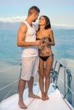 Viaje romántico en el yate honeymoon imagen de archivo libre de regalías