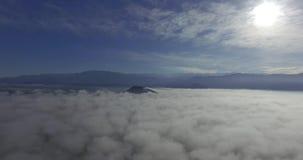 Viaje sobre las nubes almacen de metraje de vídeo