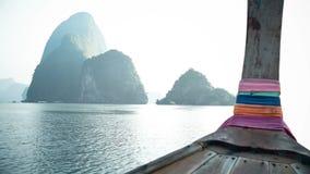 Viaje tradicional del barco de la cola larga en Phang Nga