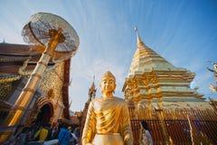 Viaje turístico del budismo y adoración de Wat Phra That Doi Suthep Fotos de archivo