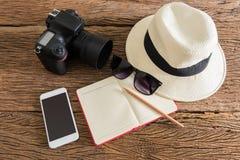 Viaje, vacaciones de verano, turismo y concepto de los objetos Imagen de archivo libre de regalías