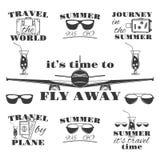 Viaje y turismo, verano, viaje por el sistema del avión de emblemas del vintage del vector, etiquetas, insignias y logotipos Fotografía de archivo