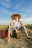 Viajero adolescente que espera y que espera Fotografía de archivo