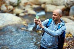 Viajero cerca de The Creek Fotografía de archivo