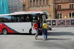Viajero del caucásico del transporte del viaje del autobús Imagenes de archivo