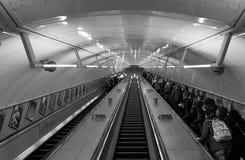 Viajeros en la escalera móvil Fotografía de archivo libre de regalías