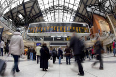 Viajeros en la estación de la calle de Liverpool Foto de archivo