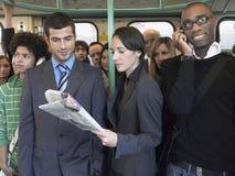 Viajeros multiétnicos en tren foto de archivo