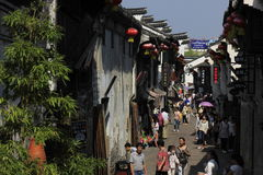Viajeros que caminan en la calle del yuehe Fotos de archivo