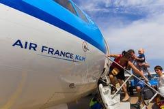 Viajeros que suben a Air France KLM Cityhopper Fotografía de archivo