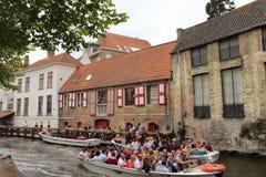 Viajes del barco en el canal Bélgica de Brujas Fotos de archivo