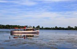 Viajes del barco en el lago Erie en el verano imagen de archivo