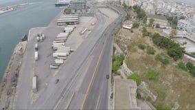 Viale accanto al porto video d archivio