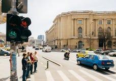 Viale del boulevard di Calea Victoriei con il museo nazionale di Fotografie Stock Libere da Diritti