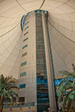 Viale del porticciolo della torretta nell'Abu Dhabi Fotografia Stock Libera da Diritti