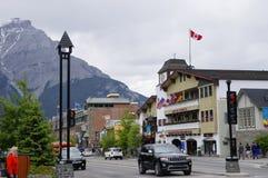 Viale di Banff il 28 maggio 2016 in Banff Immagine Stock