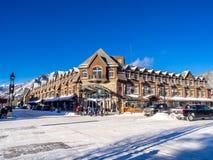 Viale di Banff nell'inverno Immagini Stock
