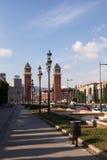 Viale Reina Maria Cristina e torri veneziane, Barcellona immagine stock libera da diritti
