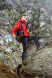 Viandante adolescente sulla montagna Fotografie Stock Libere da Diritti