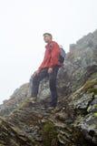 Viandante adolescente sulla montagna Immagine Stock Libera da Diritti