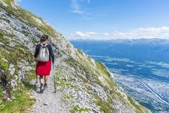 Viandante alla montagna di Norkette, Innsbruck, Austria Immagine Stock