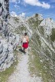 Viandante alla montagna di Norkette, Innsbruck, Austria Immagini Stock