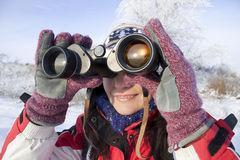 Viandante della donna con il binocolo Fotografie Stock