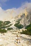 Viandante della montagna delle alpi Immagini Stock Libere da Diritti